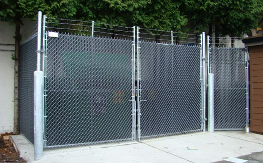 Chainlink fencing gate